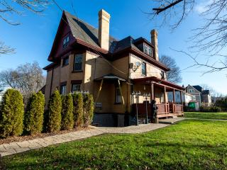 5 Star Furnished 2 Bedroom Luxury...Pittsburgh PA - Pittsburgh vacation rentals