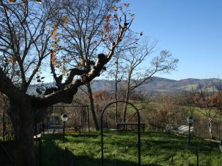 Cozy 3 bedroom Fossato di Vico House with Mountain Views - Fossato di Vico vacation rentals