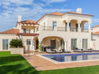 Spacious House with DVD Player and A/C - Vila Nova de Cacela vacation rentals