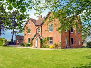 Beautiful 5 bedroom House in Littleton-upon-Severn - Littleton-upon-Severn vacation rentals