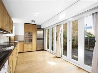 Gorgeous Apartment Just By Trendy Spitafields Area - London vacation rentals
