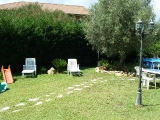 Camera in appartamento con giardino/parcheggiofree - San Pietro Clarenza vacation rentals