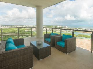 Penthouse With Amazing Ocean Views - Cancun vacation rentals
