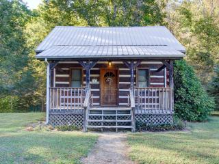 Hearts Bursting with Love Creekside Romance - Cosby vacation rentals