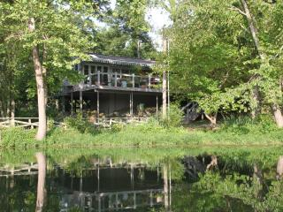 Waterside cottage - lakeside luxury with hot tub - Eureka Springs vacation rentals