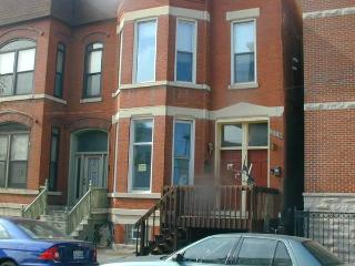 FURNISHED. 3 Bedroom, 3 bathroom duplex down - Chicago vacation rentals
