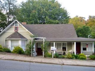 Cozy Cottage Within Walking Distance of Downtown - Waynesville vacation rentals