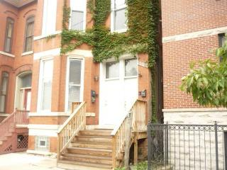 FURNISHED, 2 bed, 2 bath. Gas, elec, cable, WIFI - Chicago vacation rentals