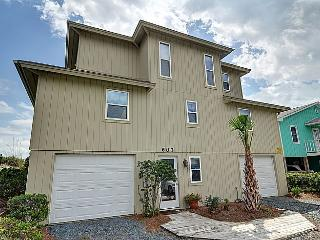 Wayne's World - Fantastic Oceanfront Views, 2 Living Areas, Screened Deck, Garage Parking - Topsail Beach vacation rentals