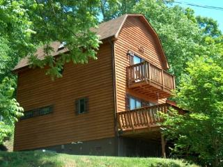 Great River Escape-River Acess_ Hot Tub_ Foosball_ WIFI - West Jefferson vacation rentals