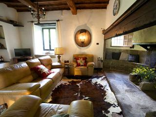 Valpiana, charming Tuscan farm house, in nature - Londa vacation rentals