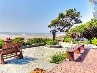 Oceanfront, dog-friendly cottage w/private hot tub & ocean views! - Waldport vacation rentals