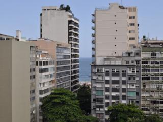 Copacabana 1 quarto 150m da praia - Rio de Janeiro vacation rentals