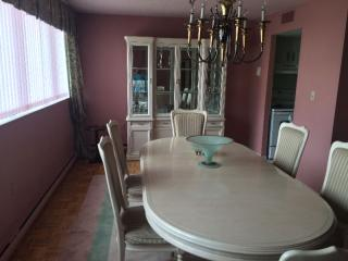 Bright 2 bedroom Windsor Condo with Dishwasher - Windsor vacation rentals