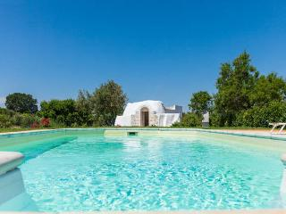 Bright villa with swimming pool & WiFi - Merine Apulia vacation rentals