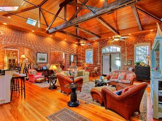 A great place for a family by the beach at an affordable price! - United States vacation rentals