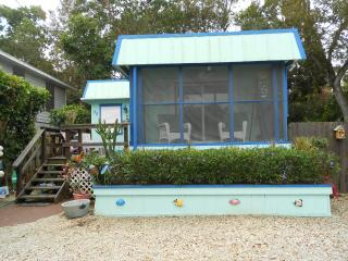 2 bedroom Houseboat with Washing Machine in Key Largo - Key Largo vacation rentals