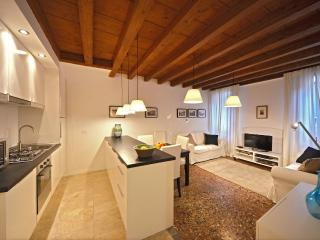 2 bedroom Apartment with Internet Access in Venice - Venice vacation rentals