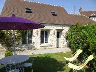 Cozy 2 bedroom Senlis Gite with Internet Access - Senlis vacation rentals