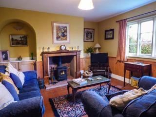 EUDON BURNELL COTTAGE, pet-friendly character cottage with WiFi and woodburner, lawned garden, near Bridgnorth Ref 22221 - Bridgnorth vacation rentals
