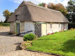 NEW THATCH FARM, thatched cottage, woodburner, off road parking, garden, in Kilmallock, Ref 28611 - Kilmallock vacation rentals