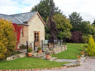 ARLES BARN, WiFi, patio with furniture, on the edge of the Forest of Dean, Ref 905720 - English Bicknor vacation rentals