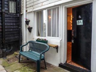 FISHERMAN'S COTTAGE, quaint and terrace holiday home, king-size bed, courtyard, in Hastings, Ref 931935 - Hastings vacation rentals