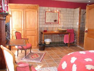 La Rivaudière - La Chambre Rouge - Bavent vacation rentals