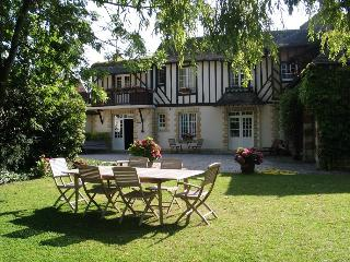 Belle et spacieuse maison normande 4 ch 8 pers - Bavent vacation rentals