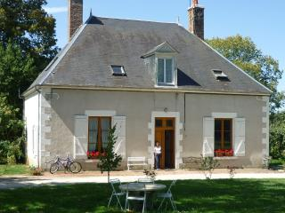Nice House with Game Room and Television - Saint-Amand-en-Puisaye vacation rentals