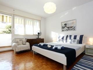 2 BEDRooM CeNTRaL With PaRKiNG ! - Zadar vacation rentals