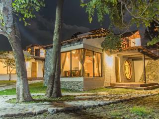 Villa JUCANYA 2, Lago de Atitlán - Panajachel vacation rentals