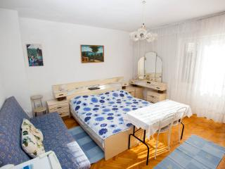 Beautiful room No.1 balcony 1.floor with internet - Makarska vacation rentals
