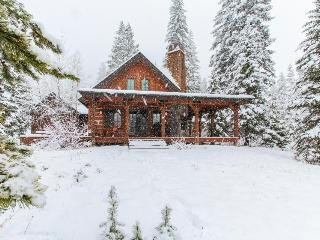Gorgeous chalet w/private hot tub & wrap-around deck  - walk to the lifts! - Donnelly vacation rentals