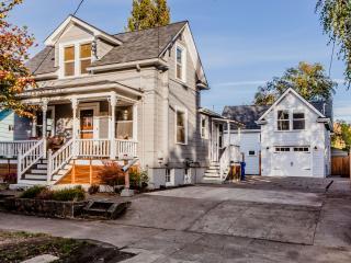 The Craftsman on Curtis - 2bdrm + Den - Portland vacation rentals