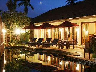 Stunning 4-Bed Villa near Loch Palm Golf Course - Kathu vacation rentals