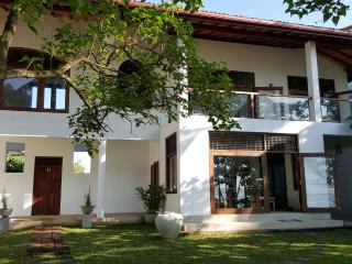 Lovely 4 bedroom Weligama House with Internet Access - Weligama vacation rentals