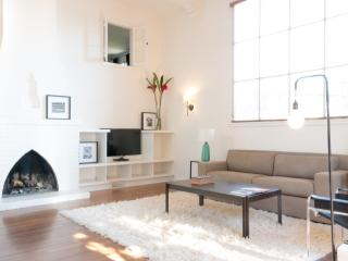 Beautiful 1 Bedroom Loft in the Hollywood Hills - Los Angeles vacation rentals
