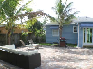 Comfortable 2 bedroom Lantana House with Internet Access - Lantana vacation rentals