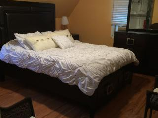 Queen size bed, furnished, 4 miles from NYC, - Teaneck vacation rentals