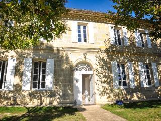 La Maison Laurencine - Chambre du Jardin - Saint-Philippe-D'Aiguille vacation rentals