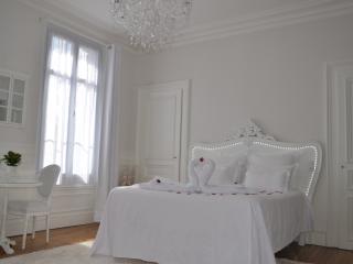 Romantic 1 bedroom Gite in Troyes - Troyes vacation rentals