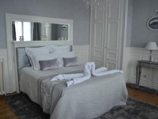 Cozy 1 bedroom Troyes Gite with Internet Access - Troyes vacation rentals