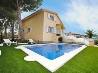B06 AMELIE villa piscina privada, jardín, barbacoa - L'Hospitalet de l'Infant vacation rentals
