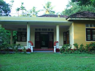 Cozy 3 bedroom Guest house in Midigama with Television - Midigama vacation rentals