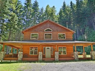 Cozy 3 bedroom House in Greenwater with Deck - Greenwater vacation rentals