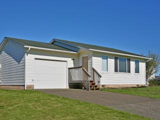 3 bedroom House with Deck in Ocean Shores - Ocean Shores vacation rentals