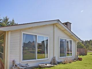 Perfect 2 bedroom House in Ocean Shores with Deck - Ocean Shores vacation rentals