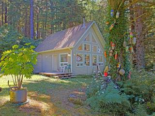 Cozy Cottage with Alarm Clock and Stove in Ocean Shores - Ocean Shores vacation rentals