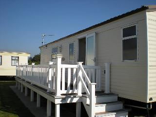 2-bedrooms in Highcliffe (Bournemouth, sleeps 6) - Barton-on-Sea vacation rentals